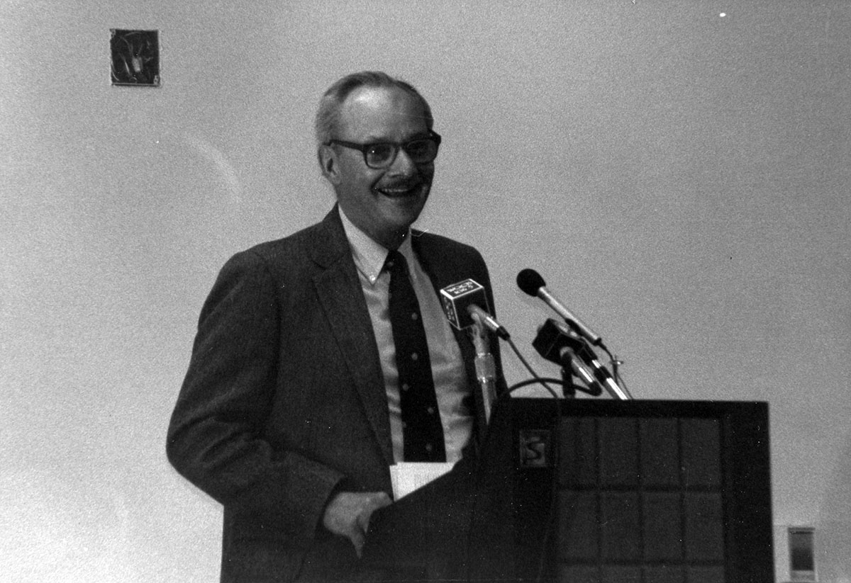 Ed Kaelber at podium, photograph