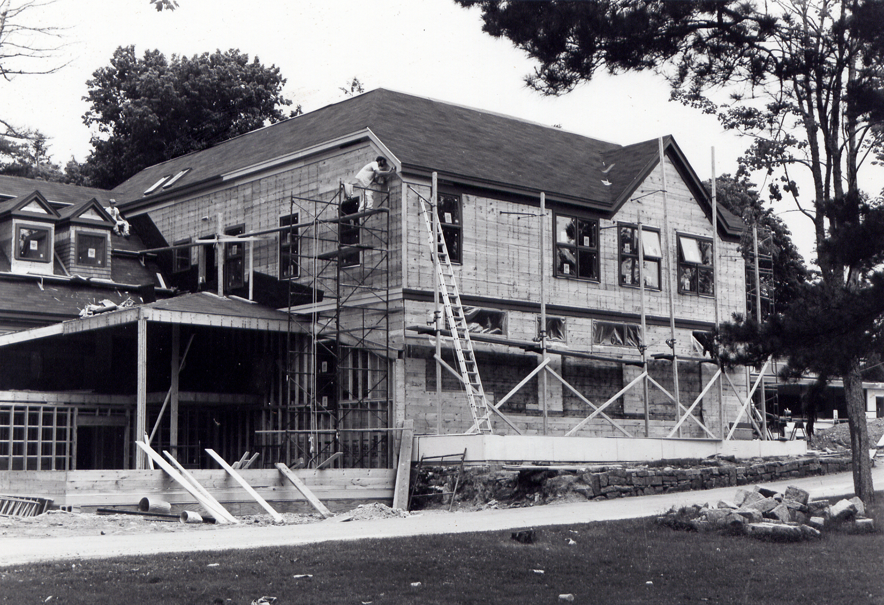 Arts & Sciences Building construction, photograph, 1985